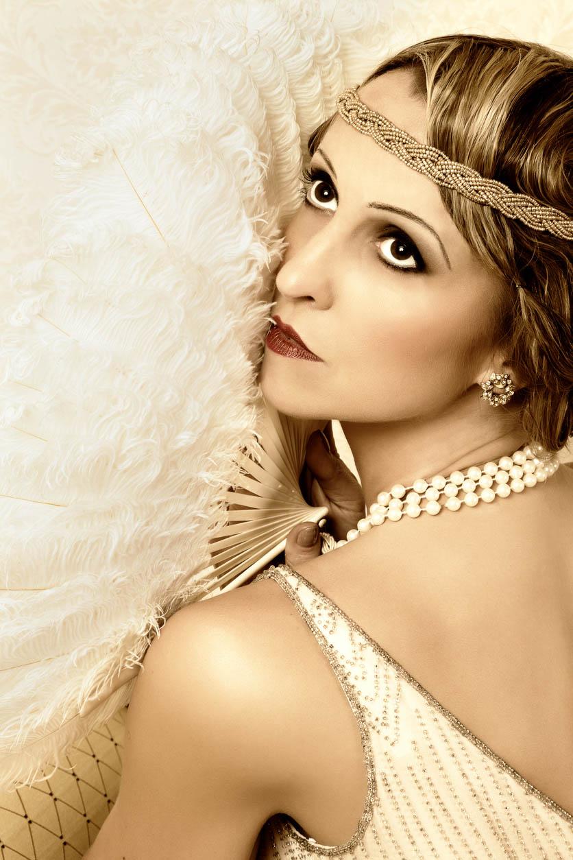 femme au teint de porcelaine maquillage retro des années 20