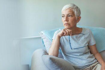 Agisme Femme Senior Seule