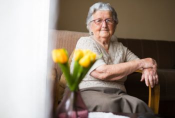 Femme Agee Seule Isolement Association