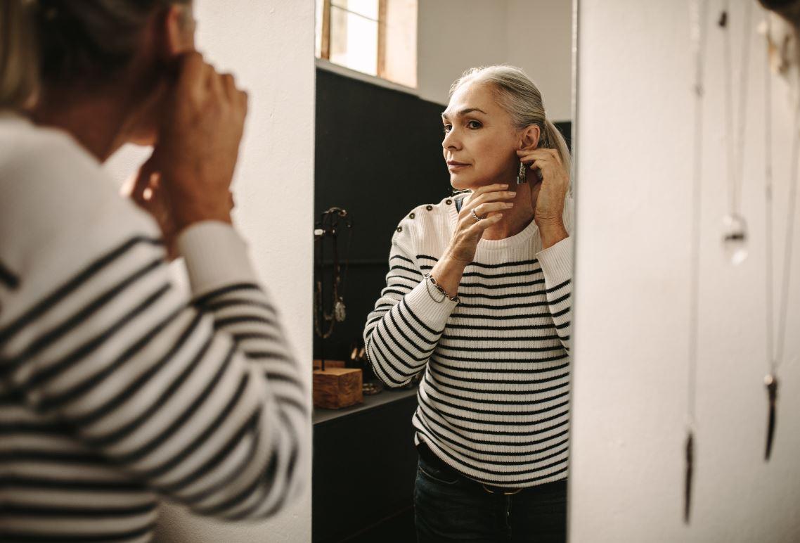 Femme S'habille Miroir Mode Look