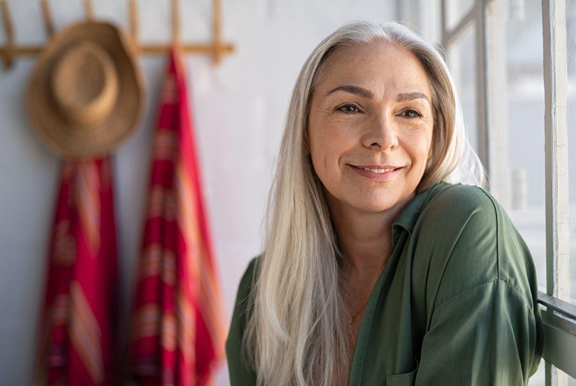 Femme Senior Cheveux Blancs