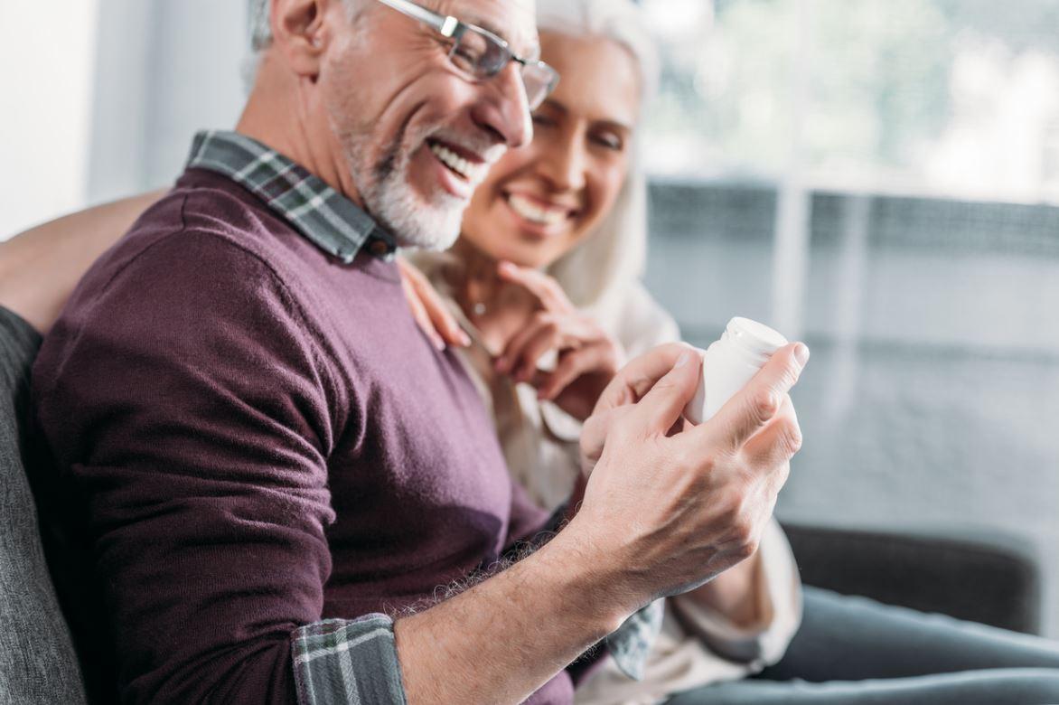 Seniors Regardent Compléments Alimentaires