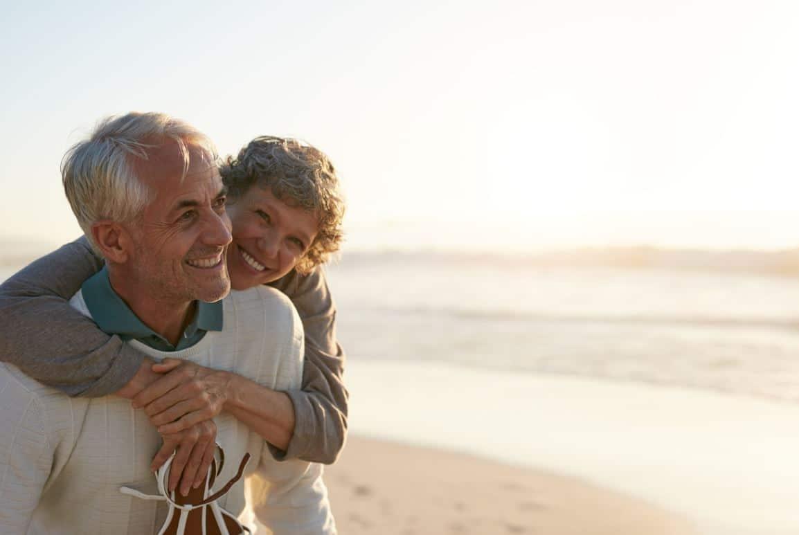 Couple Senior Voyage Plage