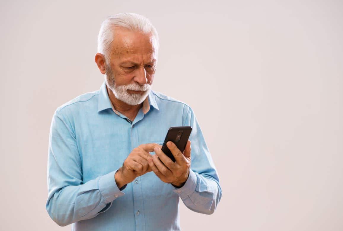 Homme Senior Téléphone
