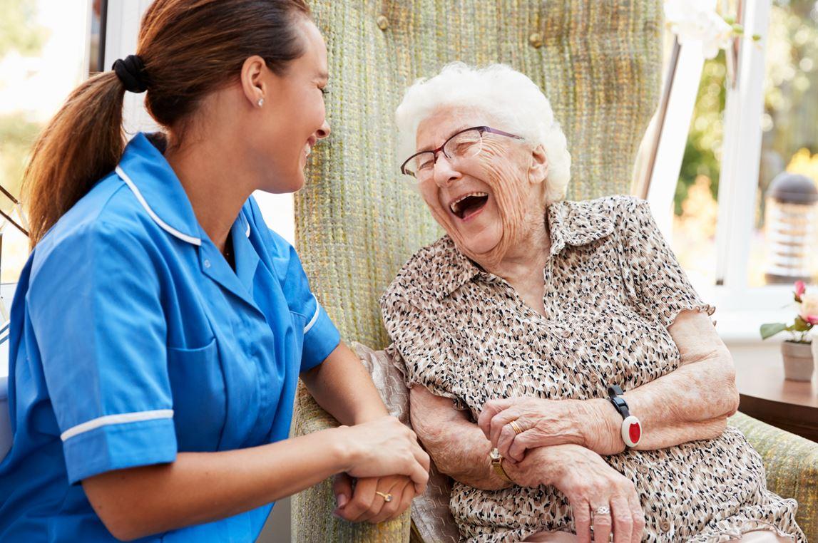 Aide à Domicile Et Femme Senior